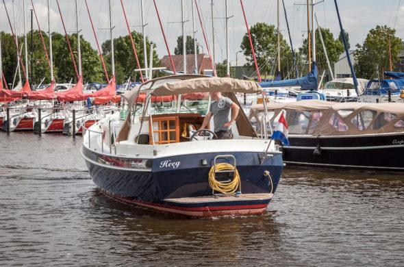 RiverCruise 31 Cabrio ws - Motorboot Rental in Friesland - Ottenhome Heeg