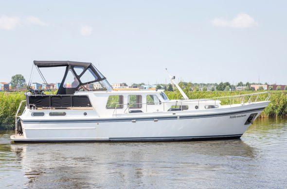 Valk Cruiser 1200 AK - Motorboot Rental in Friesland - Ottenhome Heeg